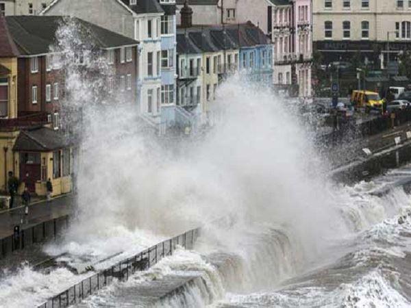Mơ thấy lũ lụt là điềm báo gì? Đánh con số nào vào bờ?